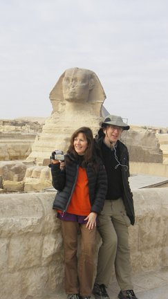 Siska Tovey and Alan Sheets standing in front of the Sphinx in Egypt